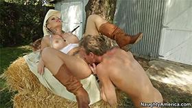Безумно сексуальная Christy Mack нашла мужика себе на диком западе