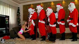 Голодная секса подружка захотела на новый год толпу мужиков