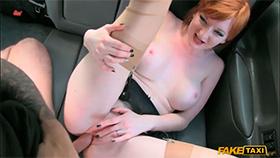 FakeTaxi - Рыжеволосая девушка соблазнила таксиста