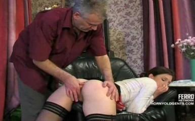 Мужик наказал своим членом непослушную горничную