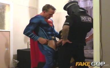 Порно пародия на супер героев с участием полицейского