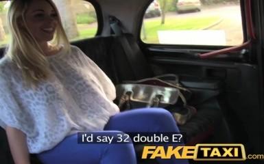 FakeTaxi - Блондинка сосет и раздвигает ноги перед таксистом