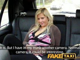 FakeTaxi - Блондинка не против секса в автомобиле такси