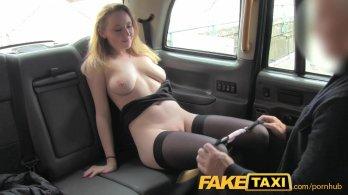 FakeTaxi - Блондиночка расплатилась с таксистом натурой