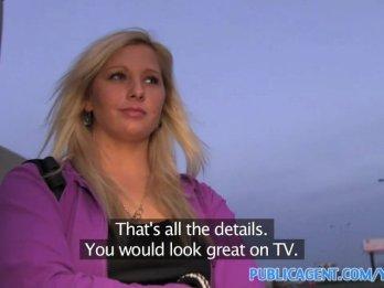 Парень снял на камеру как трахает продажную блондинку